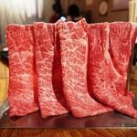 肉の夜市 - 名物「肉のカーテン」は必食!