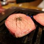 肉の夜市 - 厚切り生タン