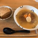 島豆腐と、おそば。真打田仲そば - 田仲そば(真味)と島豆めしのセット