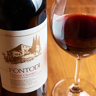 ソムリエ厳選のワインは、150種と多彩なラインアップでお届け