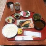 鈴波 - 鈴波御膳さしみ付き(税込み1760円)