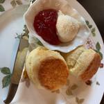 紅茶の店 ARIEL - スコーン2個 いちごジャムとクリームで
