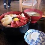 イルカ - 二色丼(マグロとイカ)(ご飯大盛)
