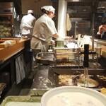 ふたば製麺 - 内観写真:揚げたてのかき揚げや天婦羅♪