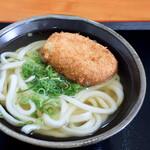 こがね製麺所 - コロッケうどん(かけうどん+コロッケ)