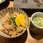 焼とりの八兵衛 - かしわ飯ととりスープ ここのかしわ飯高いけど一番美味しい