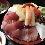 寿司富 - ちらし(すりきり盛)