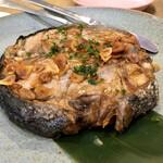 日本酒バル&カフェ 坂ノ下ノオリゼ - マグロテールステーキ醤油バター焼き かなりの大きさ