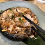 日本酒バル&カフェ 坂ノ下ノオリゼ - マグロテールステーキ醤油バター焼き アップ