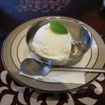 ムガール - 自家製ココナッツアイス