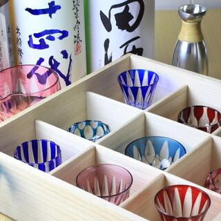 入手困難な日本酒や厳選ワインに酔いしれる。粋な酒器と共に――