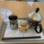 カフェレストラン・バルーガ - 金色の道具は茶漉しです。