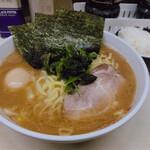 町田家 - 料理写真:♦︎ラーメン中盛 840 ♦︎味付け玉子 80