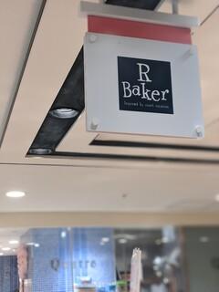 アール・ベイカー -