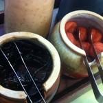 文化亭 - 卓上の梅干と昆布(茶漬け用にいいね)
