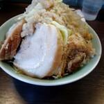 かじろうramen7 - 料理写真:端っこ豚さんも入ってます。