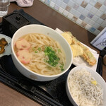 うどん白石 - ランチセット:かけうどん、天ぷら(ちくわ天、長芋天3個)、釜揚げしらすご飯980円