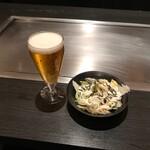 神戸六甲道・ぎゅんた - セットのランチビールとサラダ
