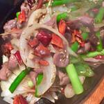 蓬溪閣 - 砂肝クミンの鉄板焼き これははっきり辛い ガツンときます