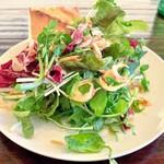 ラ・ボッテガ・デルマーレ - 桜海老のサラダ。紫蘇を効かせて