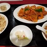 中国料理 萬里 - 日替わり定食。肉団子の甘酢あんかけ。ご飯は玄米を選択。