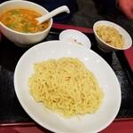 中国料理 萬里 - つけ麺 + ミニ炒飯。