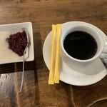 128122933 - デザートとコーヒー
