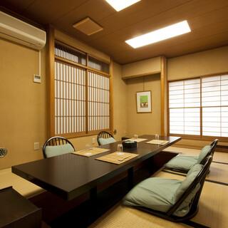 お二人様からご利用できる10畳の完全個室があります。