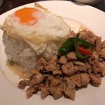 バンコクキッチン - バンコクキッチン丸の内店(カーオガイパットバイガパオ)