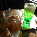 三丁目のコーヒー屋 - アイスカフェオーレとソーダフロート