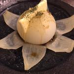 酒・蕎麦 田治 - 新玉ねぎのバター蒸し