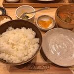 豚肉料理専門店 とんかつのり - とんかつのり盛りに付くご飯(大盛り)・味噌汁・小鉢(マカロニサラダ)