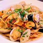 ラ・ボッテガ・デルマーレ - 魚介類(アサリ イカ 小海老)のトマトソーススパゲティ