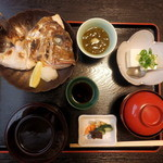 丹南茶寮 - 焼き魚(鯛の兜焼き)定食 1,100円