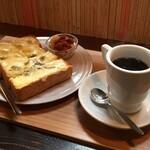 月と六ペンス - トーストセット(チーズトースト)