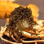 4000 Chinese Restaurant - スペイン産のトリュフをかけてトリュフ風味の赤座海老
