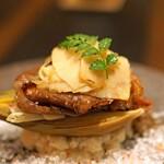 4000 Chinese Restaurant - 佐賀牛A5のサーロインをガーリックソースで、鹿児島県産の早掘り筍と一緒に