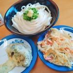 岡製麺所 - しょうゆうどん大300円と天ぷら