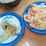 岡製麺所 - ブロッコリーの天ぷらとかき揚げは各100円
