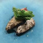 ahill - LUNCH C 5800円。鰆とフルーツトマトの藁焼き。リコッタチーズを敷き、その上に、強めに火を入れた鰆がのせられ、菜の花、トマトが添えてあります。鰆、菜の花、大好物です(╹◡╹)(╹◡╹)