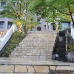 オステリア パーチェ - あざみ野駅からタクシーで10分くらい。この階段をのぼっちゃいます。