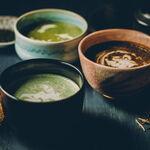 ジョンソンズティーラウンジ - ラテの提供は茶碗