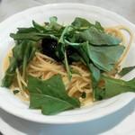 """Ristorante Azekura - エビと高菜・うるいのオリーブオイルソース """"あらめ""""のペーストと"""