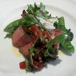 Ristorante Azekura - イベリコ豚 完熟トマトのタップナードと朝採り野菜のサラダ添え