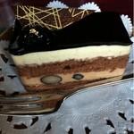柳月堂 - 黒豆のケーキ