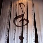 柳月堂 - のれんには音楽家名