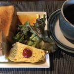 菓子と珈琲 朔 - モーニング サービスセットとコーヒー