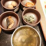 紅紅 - 小鉢4つにスープ