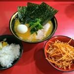 iekeisouhonzanyoshimuraya - チャーシューメン、辛味噌ネギ、ゆで玉子の型くずれ、ライス