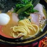 iekeisouhonzanyoshimuraya - 麺アップ